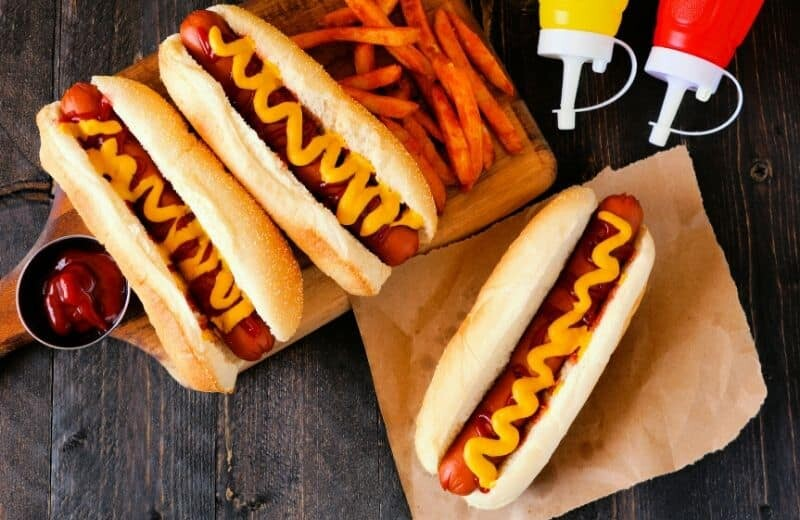 Food to Avoid when Bodybuilding - Hot dog